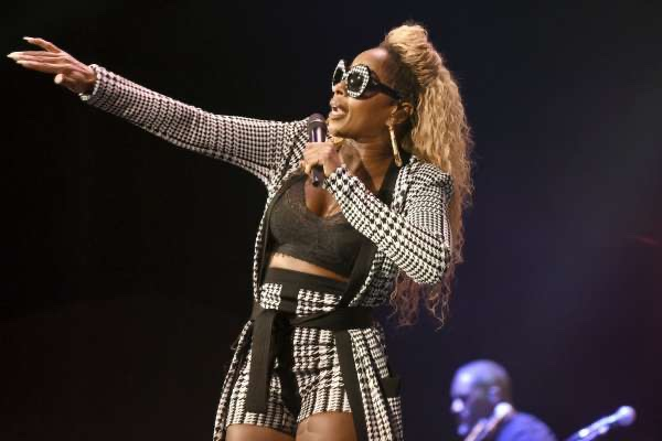 """Mary J. Blige Says She """"Just Sang"""" To Get Through Her Rough Childhood: """"It Made Me Feel Better"""""""