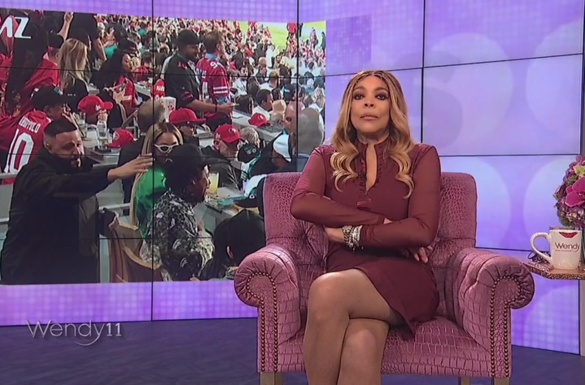 "Wendy Williams Calls Out Beyonce and Jay Z For Sitting During National Anthem, ""You Should Have Stood Up"""