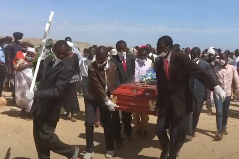 Man Who Fathered 281 Children Dies, Over 1000 Mourners Attend His Funeral Despite COVID Concerns