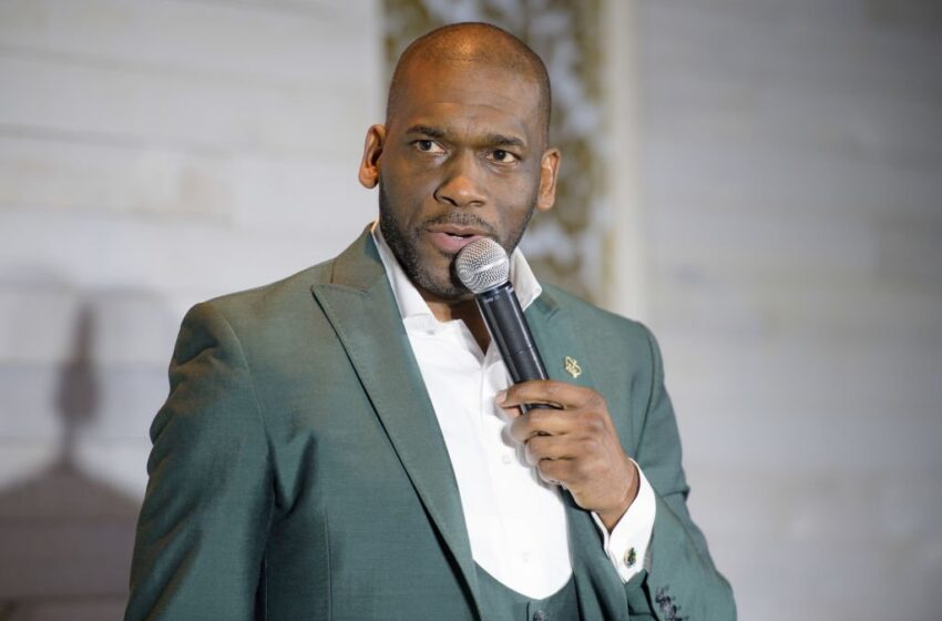 "Pastor Jamal Bryant Hits The Strip Club to ""Galvanize The Vote"""