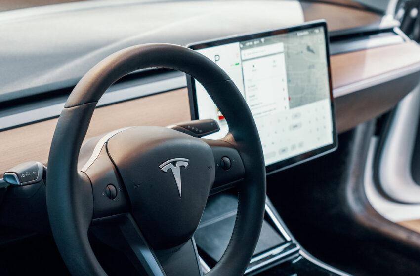 Tesla Was In Autopilot Mode When It Crashed & Killed The 2 Occupants, Cops Suspect