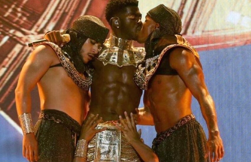 Twitter Reacts To Lil Nas X Kissing Male Dancer At The End of BET Performance