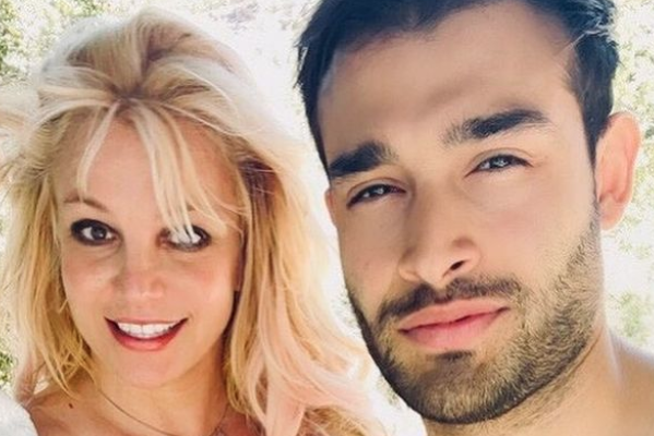 Britney Spears' Boyfriend Posts Ring Picture, But He Claims His Instagram Was Hacked